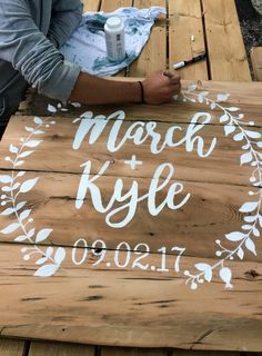 28 Awesome DIY Wedding Signs That Are in Style – 28 Awesome … Thanks for this post. 28 Awesome DIY Wedding Signs That Are in Style – 28 Awesome That Are in Style – Best Picture For fabric crafts easte – Source . Pallet Wedding, Rustic Wedding Signs, Diy Wedding Welcome Sign, Wedding Shower Signs, Bridal Shower, Wedding In The Woods, Our Wedding, Wedding Ideas, Wedding Table