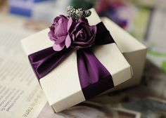 White Wedding Favor Candy Box with purple ribbon and purple , silver flowers , DIY Party Paper Favor Box , Candy Box Candy Wedding Favors, Wedding Gift Boxes, Wedding Gifts, Baby Wedding, Our Wedding, Purple And Silver Wedding, Silver Flowers, Gift Wraping, Creative Gift Wrapping