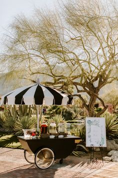 This gorgeous Palm Springs wedding is one for the books with the tropical and pink details that effortlessly flow together. White marble tables with gold accents add a luxe vibe to this stunning California wedding. Trust us, you have to check out this wedding! Palm Springs, Wedding Colors, Wedding Flowers, Online Wedding Planner, Wedding Toasts, Laura Lee, California Wedding, Event Decor, Spring Wedding