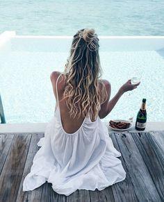 essie bikini so teeny: Dieser Sommer wird besonders heiß, denn bikini so teeny bringt als Shade of the Month im Juli das Lebensgefühl aller Sommer Hot Spots, wie Malibu und Waikiki Beach in einer Nuance zusammen.
