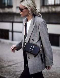 Wanted : un blazer masculin à carreaux (photo Happily Grey)