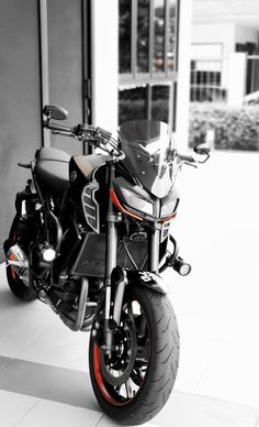 Clean and shiny after bath. Yamaha Fz 09, Yamaha Bikes, Motorcycles, Clean And Shiny, Sport Bikes, Motorbikes, Duke, Wheels, Bath