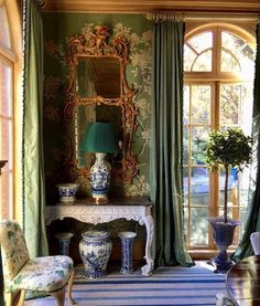Living Room Lounge, Traditional Wallpaper, Family Traditions, Custom Wood, Custom Furniture, Home Decor Accessories, Chinoiserie, 18th Century, Beautiful Homes
