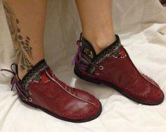 bota artesanal ,de couro,crochê e boradado á mão