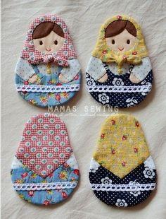 Resultado de imagem para patchwork case for key Felt Crafts, Fabric Crafts, Sewing Crafts, Sewing Projects, Matryoshka Doll, Kokeshi Dolls, Doll Patterns, Quilt Patterns, Felt Fabric
