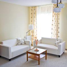 Cómo decorar una sala de estar con ventanas grandes
