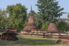 2015 Photograph, Unidentified Wat Wihan and Chedi, Sukhothai Historical Park, Mueang Kao, Mueang Sukhothai, Sukhothai, Thailand, © 2015.  ภาพถ่าย ๒๕๕๘ วัดไม่ปรากฏชื่อ วิหารและเจดีย์ อุทยานประวัติศาสตร์สุโขทัย เมืองเก่า เมืองสุโขทัย จังหวัดสุโขทัย ประเทศไทย