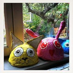 paper mache - heads with flat bottoms for sitting on shelf 3rd Grade Art Lesson, 6th Grade Art, Diy For Kids, Crafts For Kids, Arts And Crafts, Paper Mache Head, Theme Halloween, Origami, Craft Markets