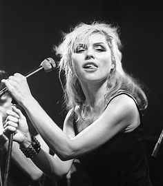 Happy Birthday to Debbie Harry! Pictured onstage with Blondie, 1978 Blondie Debbie Harry, Chica Punk, El Rock And Roll, Women Of Rock, Female Singers, American Singers, Blondies, Classic Rock, Entertainment