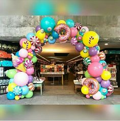 first birthday party ideas boys Candy Theme Birthday Party, Candy Land Theme, Donut Birthday Parties, Candy Party, Carnival Birthday, Balloon Decorations Party, Birthday Party Decorations, Deco Kids, First Birthdays