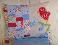 Red bird pillow | Flickr: Intercambio de fotos