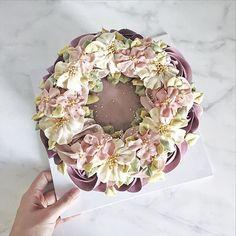 """255 Likes, 2 Comments - Butter cream flower cake&class (@kimncake) on Instagram: """"❄️✨…"""""""
