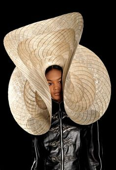Heat by Philip Treacy, Photo: Getty Images