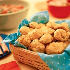 Fluffy Cheese Puffs ~ Light and airy, these bite-size balls are reminiscent of a cheesy popover, but with a subtle (that is, kid-friendly) zip, courtesy of the cayenne pepper. Baby Food Recipes, Snack Recipes, Snacks, Kid Recipes, Yummy Recipes, Finger Food Appetizers, Appetizer Recipes, Tapas, Yummy Treats