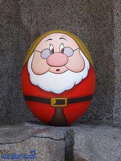 Disney's Easter - Egg Hunt in Tokyo Disneyland 2014 , Disney& Easter - Egg Hunt in Tokyo Disneyland 2014 Pebble Painting, Pebble Art, Disney Easter Eggs, Easter Egg Crafts, Easter Art, Bunny Crafts, Painted Rocks Craft, Easter Egg Designs, Rock Painting Designs