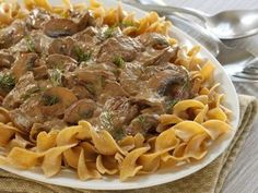Cabot updated your moms boring beef stroganoff with a Greek Yogurt Sauce, bella mushrooms & paprika. Try this fresh new take a classic beef stroganoff recipe now! Ww Recipes, Greek Recipes, Cooking Recipes, Healthy Recipes, Recipies, Healthy Meals, Healthy Beef Stroganoff, Stroganoff Recipe, Dinner Dishes