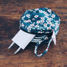 Cute mini bag to carry your mobile charger // Mini sac rond pour chargeur de téléphone portable