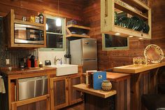 Note the hanging shelf that is narrower than the dishes. @JoeTHH www.tinyhousehacks.com