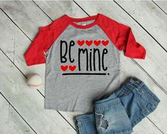 53 Ideas For T-shirt Kids Girl Valentines Day Toddler Valentine Shirts, Valentines Outfits, Valentines For Boys, Valentines Day Shirts, Valentines Design, Valentine Crafts, Baby Girl Shirts, Shirts For Girls, Kids Shirts