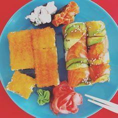 #rolls #роллы #японскаякухня #обед #имбирь #васаби #икра #лосось #осьминог #авокадо #угорь