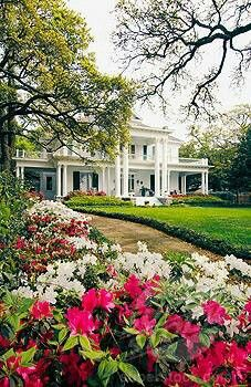 Antebellum home in Biloxi, Mississippi. Love the porches on this one! Southern Plantation Homes, Southern Plantations, Southern Homes, Southern Belle, Southern Charm, Plantation Houses, Southern Living, Southern Mansions, Southern Hospitality