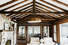 This charming English cottage by Jean Stoffer Design is nothing short of idyllic. It is full of inspiration for creating a simple, idyllic home. Cabin Style Homes, Log Cabin Homes, Cabin Interior Design, Cottage Design, Log Cabin Exterior, Modern Log Cabins, White Cabin, Log Cabin Living, Log Home Interiors