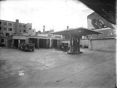 Trondheim i Sør-Trøndelag fylke. BP i Ørjaveita 1934. I bakgården til Astoria-gården lå denne bensinstasjonen.