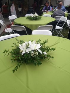 Flowers For A Funeral Reception The Family Was On Budget I Had To Do 10 Under 100 00 Ugh