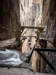 Once known as the most dangerous path in the world, the Caminito del Rey is now totaly renovated, allowing access to everybody. Is it still worth a visit? Andalucia Spain, Andalusia, Spain Road Trip, Wooden Path, Daily Number, Spain Holidays, Famous Places, How To Level Ground, Spain Travel
