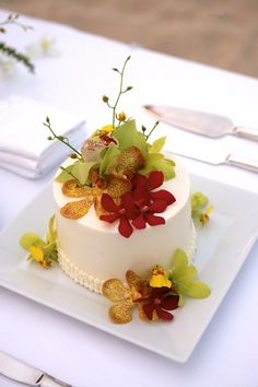 Single tier wedding cake with tropical orchid accents - Flowers by Heidi, Four Seasons Resort Hualalai Weddings