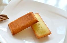 Financiers Légers Sans Beurre WW - Plat et Recette Light financiers without WW butter, delicious cupcakes with almond powder, easy and perfect to make for a dessert or a snack. Ww Recipes, Unique Recipes, Easy Healthy Recipes, Gourmet Recipes, Ww Desserts, Winter Desserts, Sin Gluten, Feta, Cake Factory