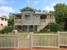 Weatherboard queenslander house exterior with sash windows & window awnings - House Facade photo 410975