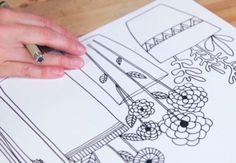 Over this four-week course, Lisa Congdon covers the basics of line drawing, shows you how to build beautiful patterned drawings, and teaches fun projects for integrating line drawing into your repertoire. - Creativebug