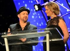 "Sugarland's Jennifer and Kristian accept the ""Performer Award"" at the 34th Annual Georgia Music Hall of Fame Awards."