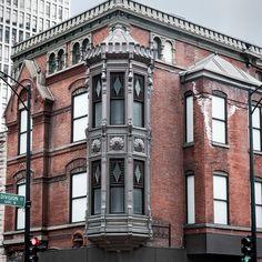 Scherer Building (1886), corner turret, 1201 N State St, Gold Coast, Chicago, IL, USA      Queen Anne design by Frommann and Jepsen.