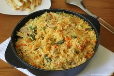 Rice with Colombian chicken Colombian Dishes, Colombian Cuisine, Couscous, Rice Recipes, Chicken Recipes, Cuban Recipes, Columbian Recipes, Latin American Food, Latin Food