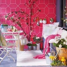 Porch decoration ideas – love that pink wall. I could paint pegboard pink befor… - Garten Dekoration Small Porch Decorating, Small Balcony Decor, Balcony Design, Decorating Ideas, Balcony Ideas, Porch Ideas, Decor Ideas, Small Porches, Small Patio