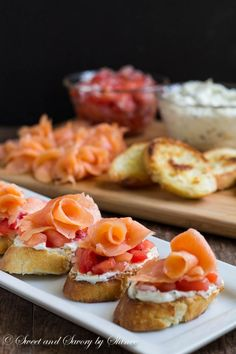 Smoked Salmon Crostini Learn how to make crostini in less than 30 minutes! These smoked salmon crostini are the simplest, yet most flavorful appetizer you can offer at the cocktail party. Easy Appetizer Recipes, Appetizers For Party, Easy Recipes, Seafood Recipes, Cooking Recipes, Crostini, Tomato Relish, Onion Relish, Tomato Pesto