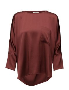 DAY - Day Peta-Textured Longer in back Loose fit Stretch fabric Silk is a naturally lightweight fiber that creates a lustrous finish Peta, Silk Top, Stretch Fabric, Men Sweater, Day, My Style, Sweaters, Mens Tops, Free Uk