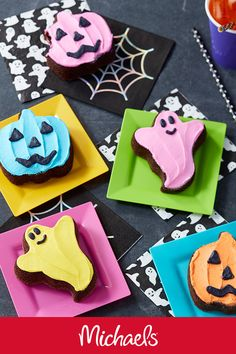 Make this pumpkin and ghost brownies project it is a cute and fun Halloween treat baking craft. Fun Halloween Treats, Halloween Appetizers, Halloween Desserts, Halloween Cookies, Holidays Halloween, Holiday Treats, Halloween Crafts, Holiday Fun, Happy Halloween