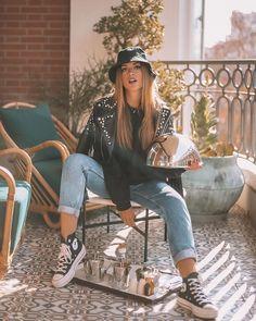 "19 mil Me gusta, 59 comentarios - Rocio Camacho (@rocioccamacho) en Instagram: ""Room service? 👩🏽🍳👀"" Converse Style, Hipster, Instagram, Fashion, Converse Shoes, Pictures, Moda, Hipsters, Fashion Styles"