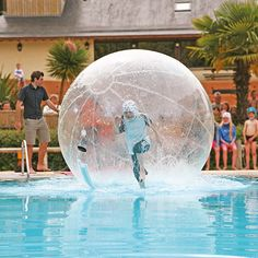 Wer läuft am schnellsten über das Wasser? Ein riesen Spaß für die größeren Kinder ist unser Angebot WaterWalkers garantiert! http://www.canvasholidays.de/urlaubsideen/familienurlaub/familyextra