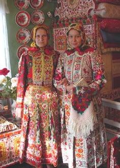 Hungarian embroidery, no further information Hungarian Embroidery, Folk Embroidery, We Are The World, People Of The World, Textiles, Folk Costume, Costumes, Lesage, Ethnic Dress