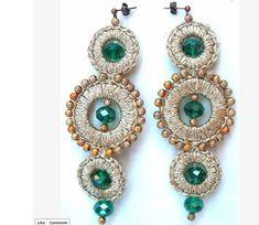 ABruxinhaCoisasGirasdaCarmita: Uns brincos bem originais Diy Earrings Crochet, Beaded Earrings, Beaded Jewelry, Beaded Bracelets, Handmade Bracelets, Earrings Handmade, Terracotta Jewellery, Hand Chain, Textile Jewelry