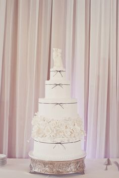 five-tier wedding cake with black bow details by SweetWeddings.com