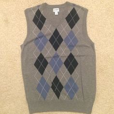 MENS Old Navy Sweater Vest MENS Old Navy Medium gray/navy argyle Sweater Vest. Worn a handful of times. Old Navy Sweaters V-Necks