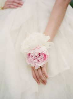 Real Bridal Flower Accessories that used in lieu of a traditional bouquet, or in addition to a bouquet. Bridesmaid Corsage, Corsage Wedding, Wedding Bouquets, Bridesmaids, Flower Corsage, Wrist Corsage, Prom Flowers, Bridal Flowers, Pretty Flowers