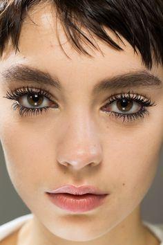 Christian Dior Spring 2018 Ready-to-Wear Fashion Show Beauty Dior Beauty, Beauty Makeup, Fashion Beauty, Arab Fashion, Dior Fashion, Fashion Women, Christian Dior, Celebrity Skin, Hair Shows