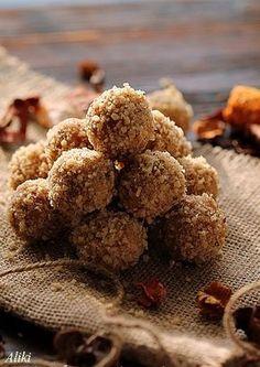 Υλικά   250 γρ. βούτυρο  300 γρ. αλεσμένα μπισκότα τύπου πετίτ  200 γρ. αλεσμένα καρύδια  150 γρ. ζάχαρη άχνη  Περίπου 150 ml. Γάλα  1...