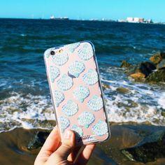 Apreciando a beleza do mar. {case: conchas}  [DISPONÍVEL PARA TODOS OS IPHONES GALAXY E MOTO G]  #gocasebr #instagood #iphonecase #beach #sunday #buzios #minhagocase